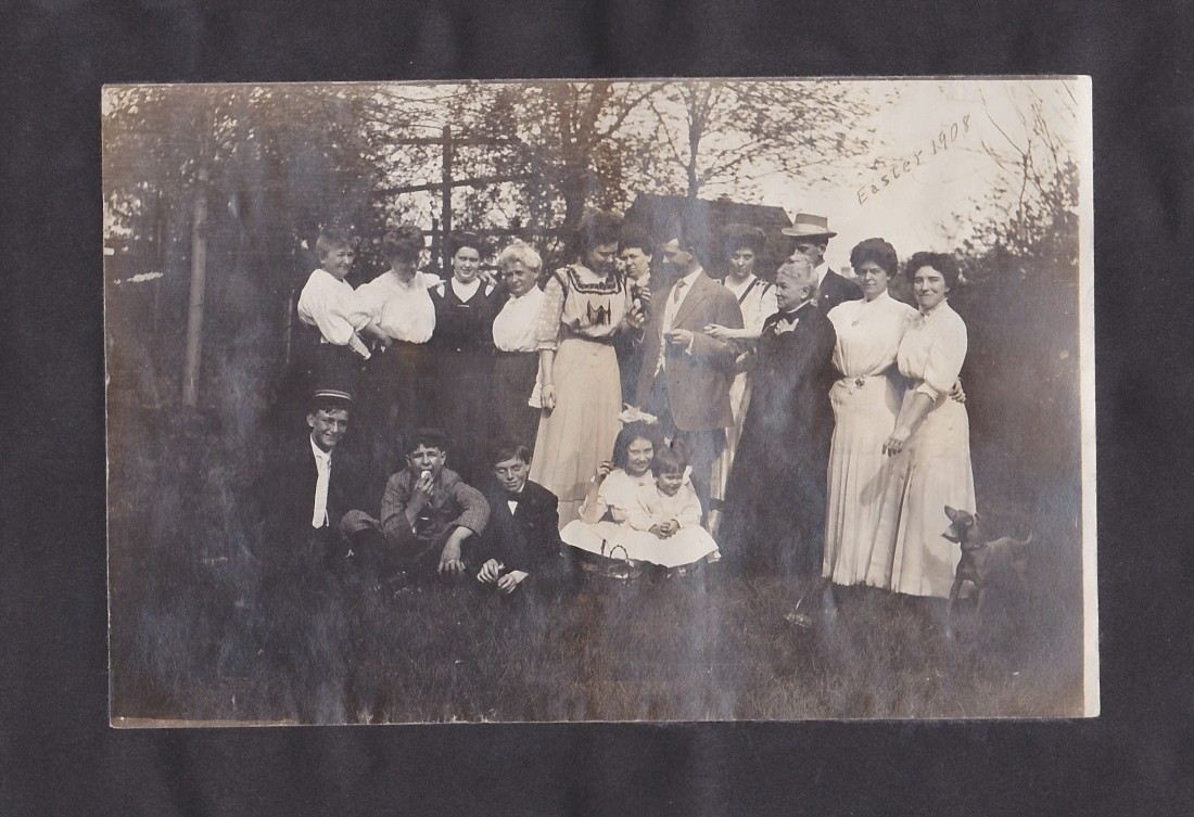Abend family reunion 1903 - EWA small child in white front row